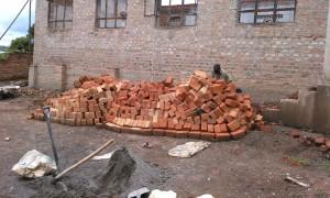 Neue Steine für das Schulgebäude